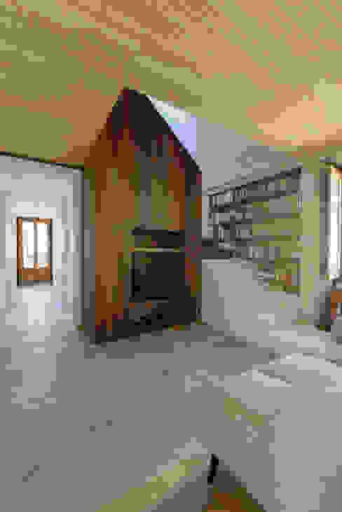 Pasillos y vestíbulos de estilo  por Ricardo Moreno Arquitectos