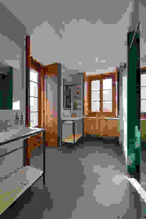 Ванная комната в стиле модерн от Ricardo Moreno Arquitectos Модерн