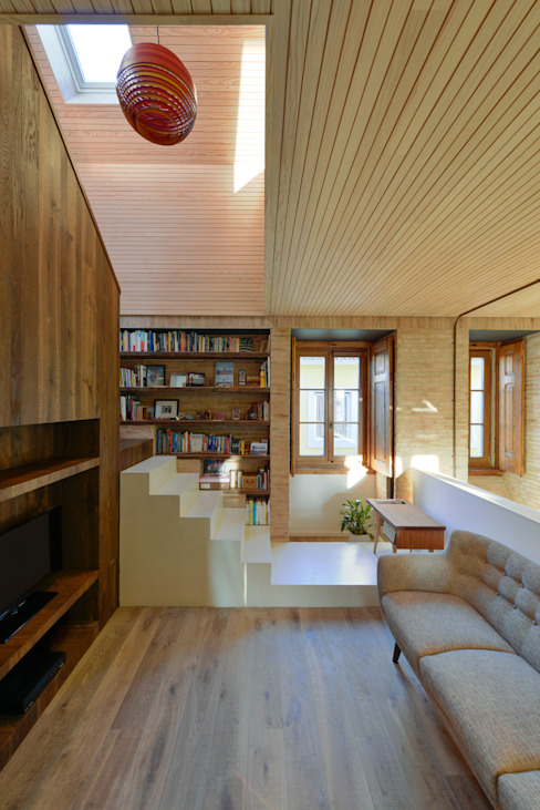 Pasillos y vestíbulos de estilo  de Ricardo Moreno Arquitectos,
