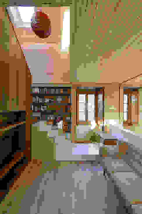 Moderner Flur, Diele & Treppenhaus von Ricardo Moreno Arquitectos Modern