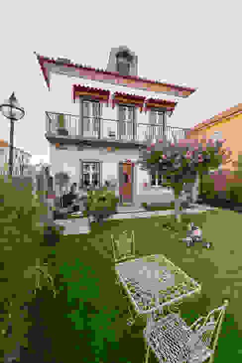 モダンな庭 の Ricardo Moreno Arquitectos モダン