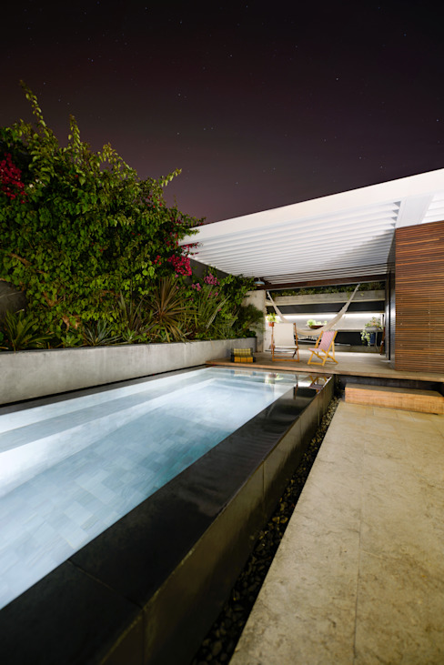 Piscinas modernas por Ricardo Moreno Arquitectos Moderno