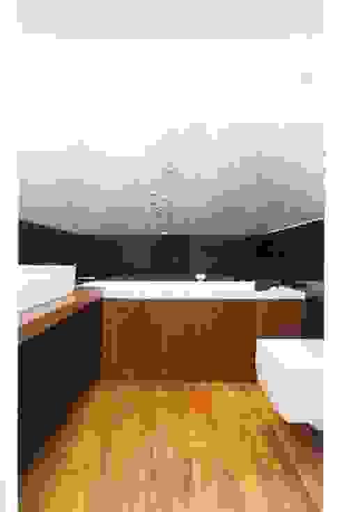 Realizacja 9 Nowoczesna łazienka od MGN Pracownia Architektoniczna Nowoczesny
