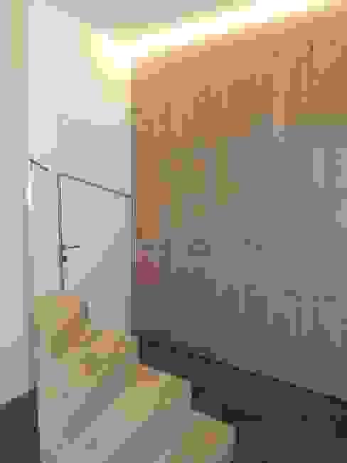 Diele der Penthousewohnung Moderner Flur, Diele & Treppenhaus von Hergan Architektur Modern