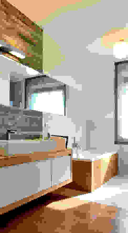 Baños de estilo moderno de Federico Pisani Architetto Moderno