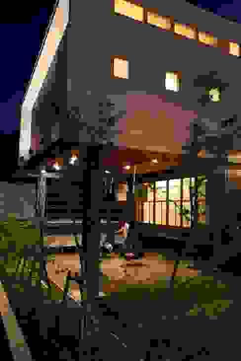 外観(夜景) フィールド建築設計舎 モダンな 家 鉄/鋼 白色