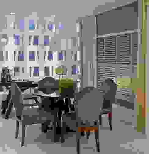 Eklektyczny salon od Bianka Mugnatto Design de Interiores Eklektyczny Tekstylia Złoty