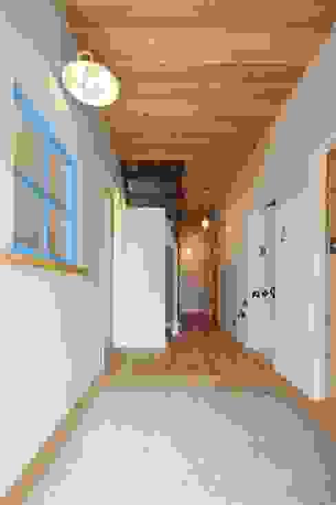 Ingresso & Corridoio in stile  di dwarf