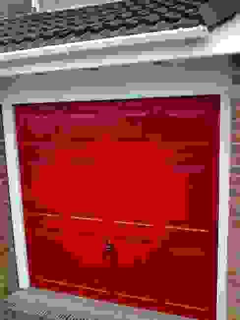 de estilo industrial por CBL Garage Doors , Industrial