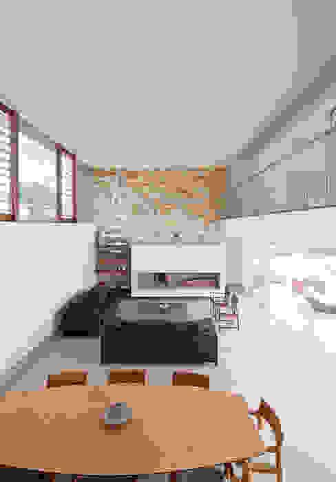 Salon moderne par Conrado Ceravolo Arquitetos Moderne