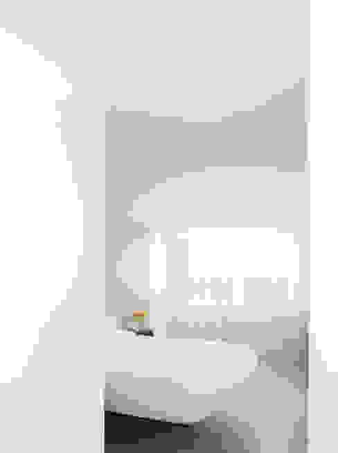 Bedroom Minimalist bedroom by Francesco Pierazzi Architects Minimalist