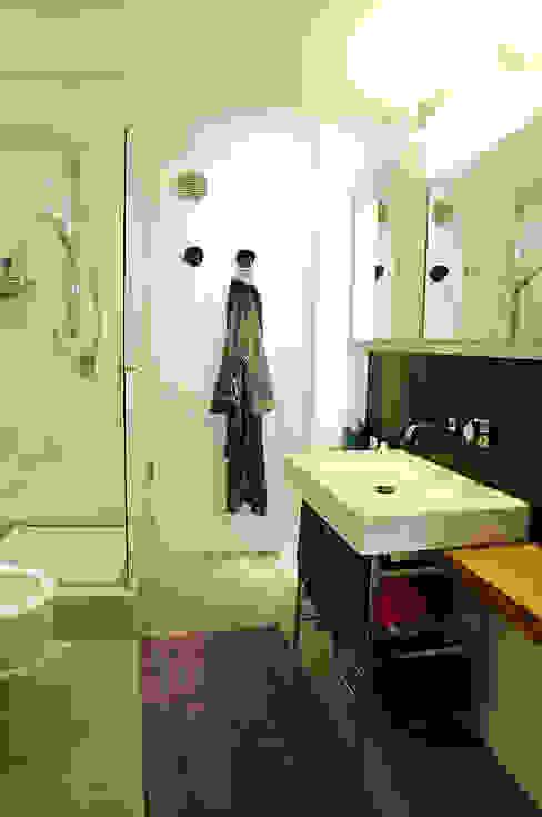 Casas de banho  por Ossigeno Architettura