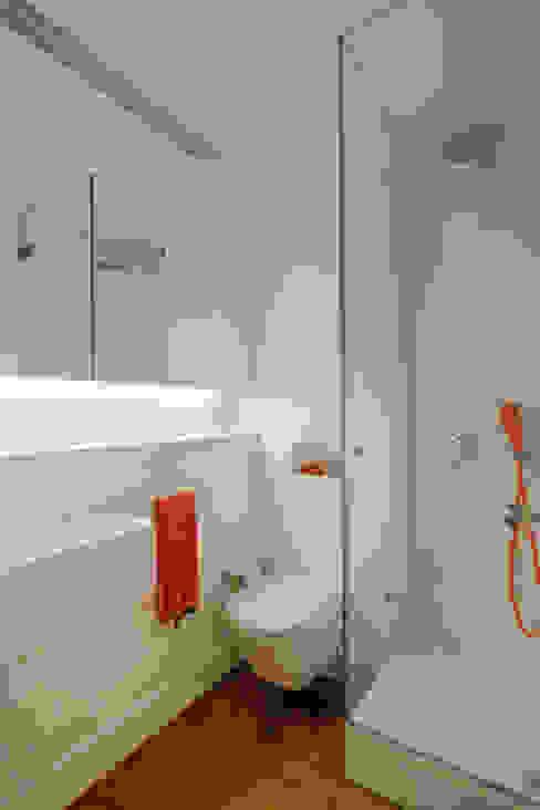 Ванная комната в стиле минимализм от VSS ARQ Минимализм