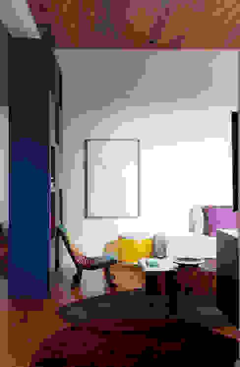 Apartamento Gabriel Monteiro da Silva Bruschini Arquitetura Sala de estarSofás e divãs