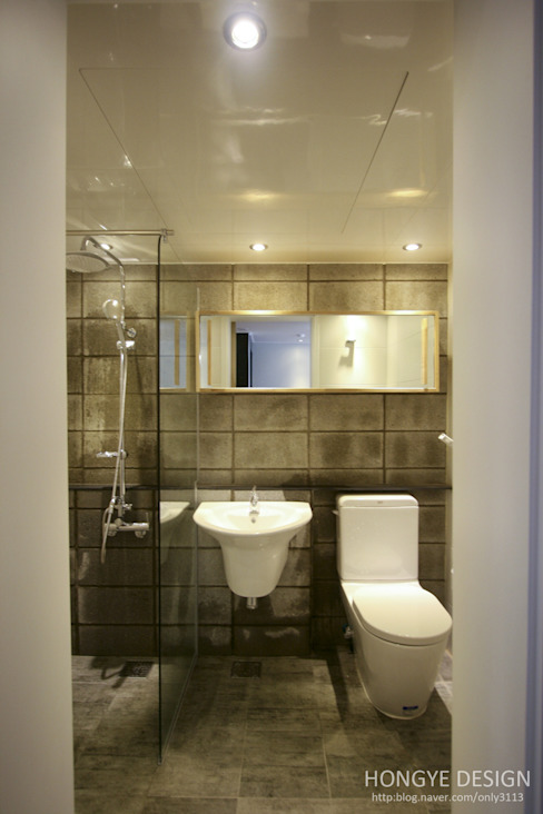 Industrial style bathrooms by 홍예디자인 Industrial