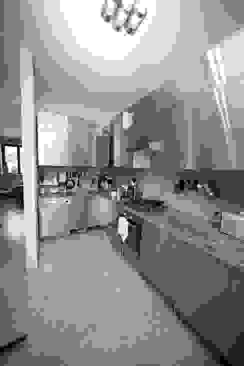 Cocinas de estilo moderno de pracownia architektoniczno-konserwatorska festgrupa Moderno