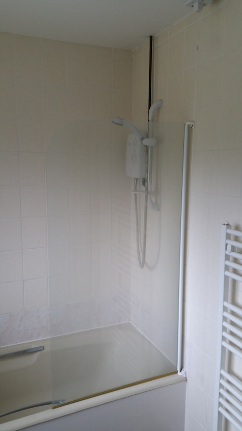 Shower - Before van Replace Your Bathroom