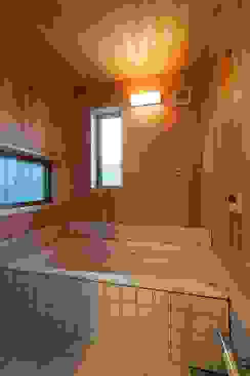 Banheiros  por shu建築設計事務所