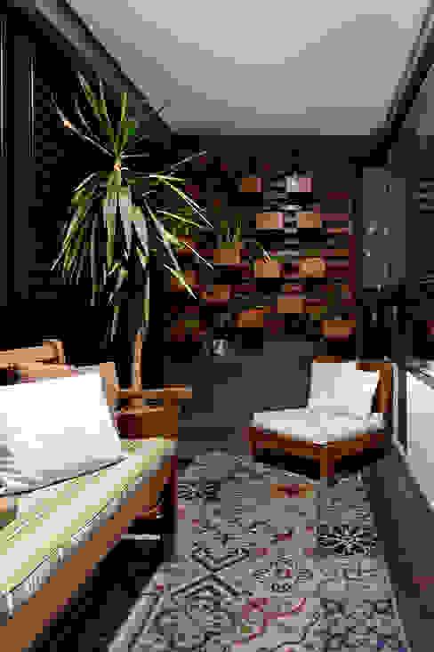 Apartamento Sumaré - SP Varandas, alpendres e terraços rústicos por Juliana Conforto Rústico