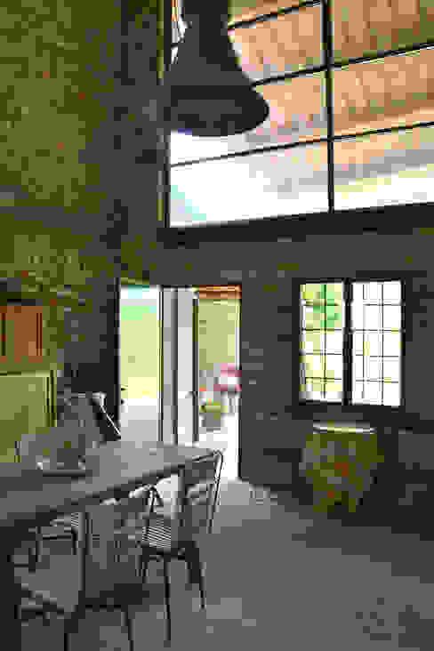 Ristrutturazione casa di campagna Sala da pranzo rurale di Bongiana Architetture Rurale