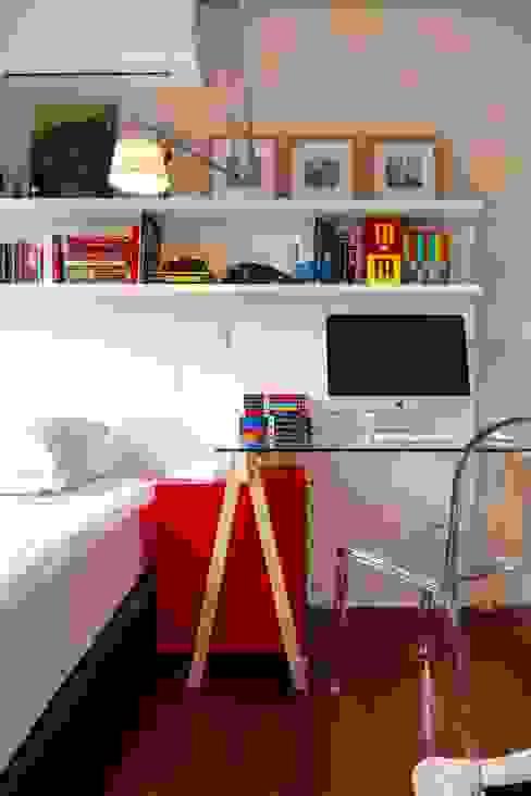 Chambre de style  par Estúdio LAFLORENCE., Moderne Bois Effet bois