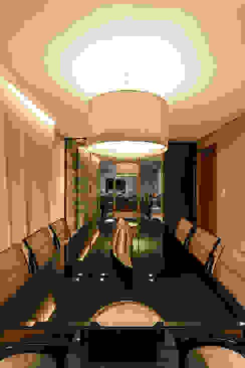 غرفة السفرة تنفيذ Interiores Iara Santos, كلاسيكي