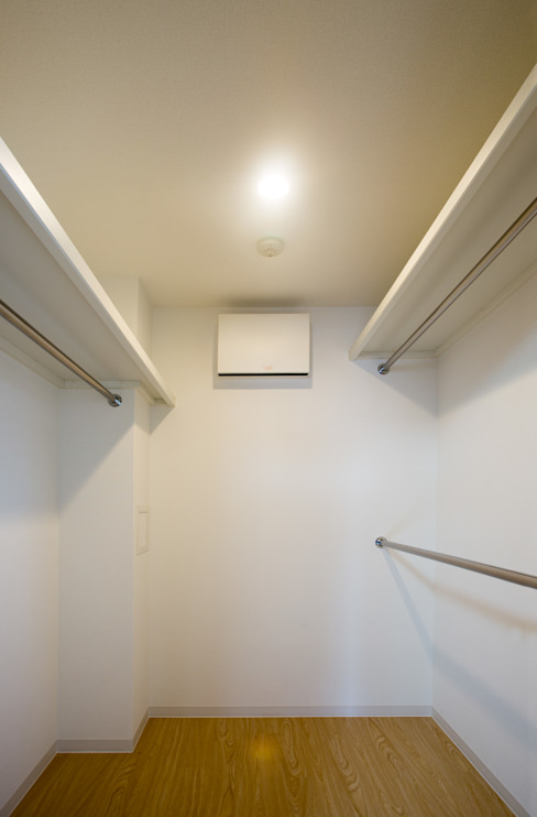 L' Allure Mellem モダンデザインの ガレージ・物置 の 池野健建築設計室 モダン