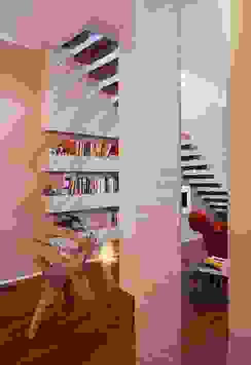 Modern Corridor, Hallway and Staircase by bilune studio Modern