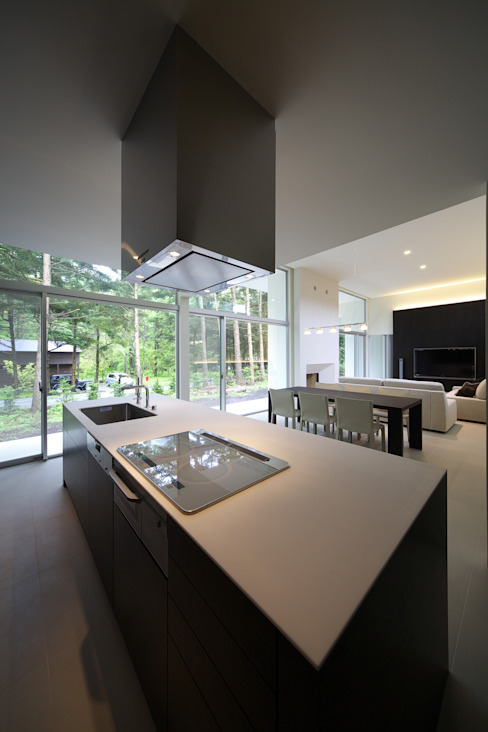 house in karuizawa: 株式会社廣田悟建築設計事務所が手掛けたキッチンです。,モダン