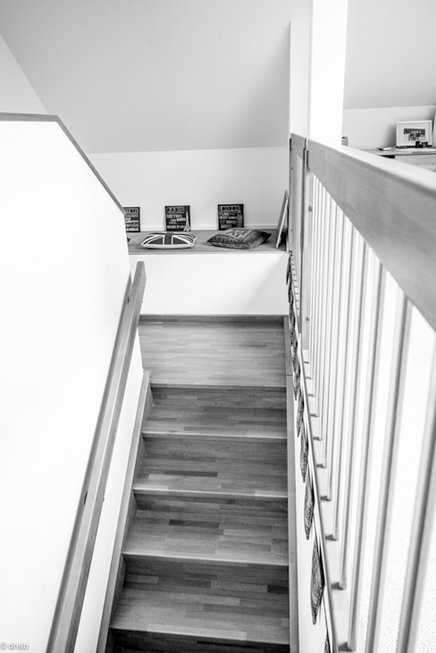 Stair Landing:  Corridor & hallway by The Chase Architecture,