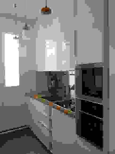 Кухня в стиле модерн от Thomas JENNY Модерн Дерево Эффект древесины