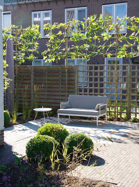 Modern style gardens by Buro Floris Modern