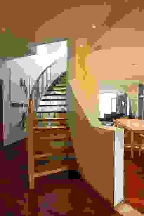 Maisonette Couloir, entrée, escaliers modernes par FiAri Moderne