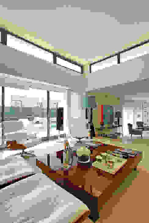 Casa Luanda Salas de estar modernas por Silvia Costa   Arquitectura de Interiores Moderno