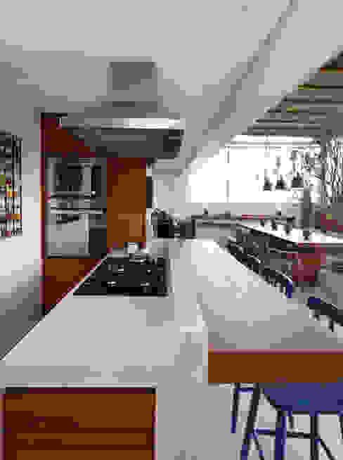 Cobertura VL Cozinhas modernas por Studio Novak Moderno