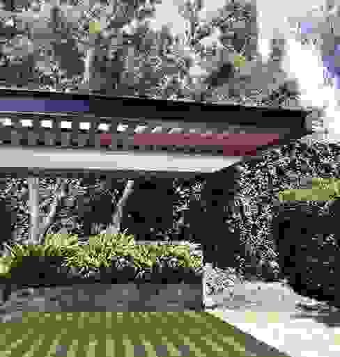 Modern style gardens by Productos Cristalum Modern Aluminium/Zinc