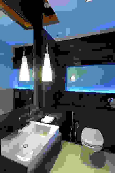 Private Residence at Khar クラシックスタイルの お風呂・バスルーム の ARK Reza Kabul Architects Pvt. Ltd. クラシック