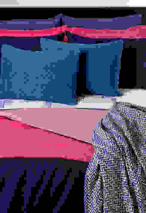 de estilo  de António Salgado Ca. & LDA, Moderno Textil Ámbar/Dorado
