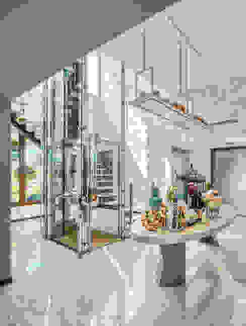 Viterbo Interior design Eclectic style corridor, hallway & stairs