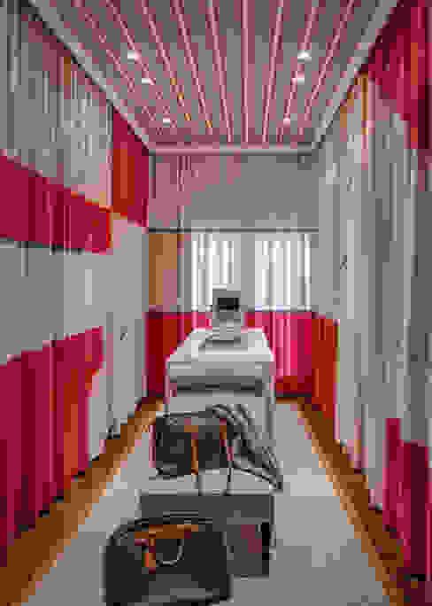 City Exquisite: Closets  por Viterbo Interior design,