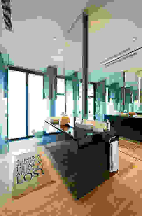 Geometric Harmony Casas de banho ecléticas por Viterbo Interior design Eclético
