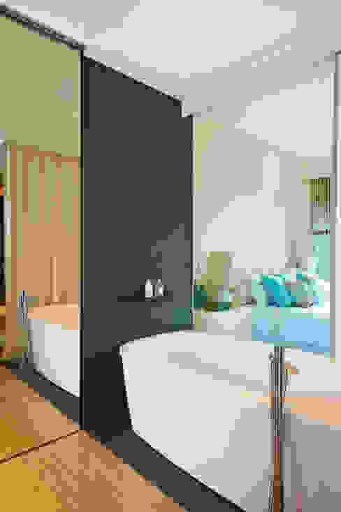 Geometric Harmony: Casas de banho  por Viterbo Interior design,