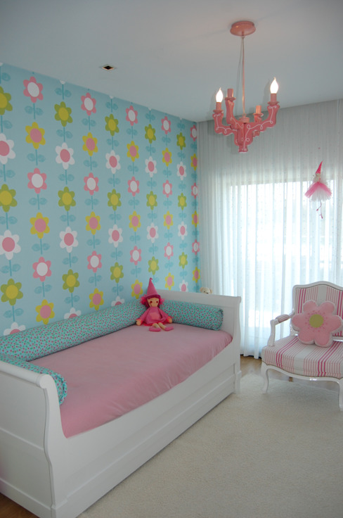 Eclectic style nursery/kids room by Critério Arquitectos by Canteiro de Sousa Eclectic