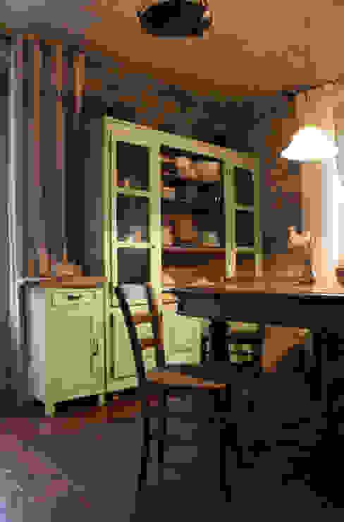 Cozinhas  por Naro architettura restauro       'Dein Landhaus im Piemont'