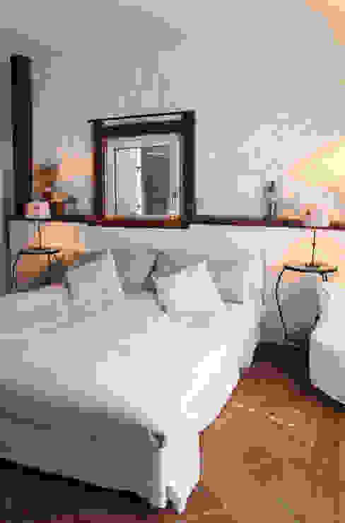 Rustic style bedroom by Naro architettura restauro 'Dein Landhaus im Piemont' Rustic