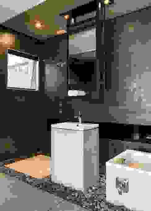 Kloof Road House Salle de bain moderne par Nico Van Der Meulen Architects Moderne