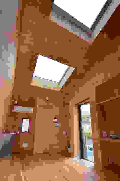 根據 関口太樹+知子建築設計事務所 現代風 木頭 Wood effect