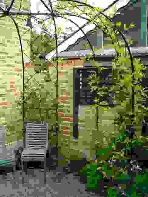 Maltese Road - Copyright John Glover Modern Garden by Aralia Modern Bricks