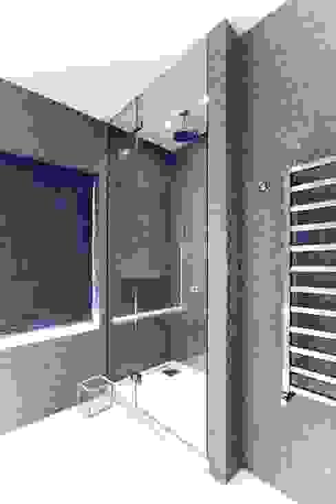 Walk in frameless glass shower Modern bathroom by Ion Glass Modern Glass