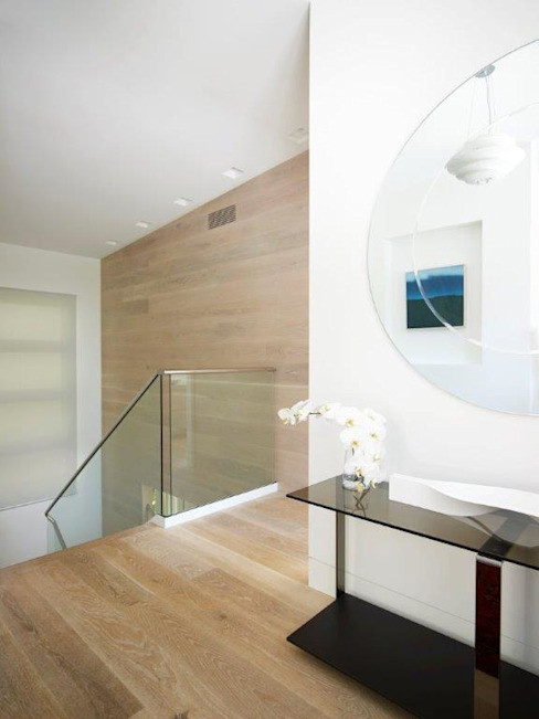 Avalon House Modern corridor, hallway & stairs by Greg Natale Design Modern